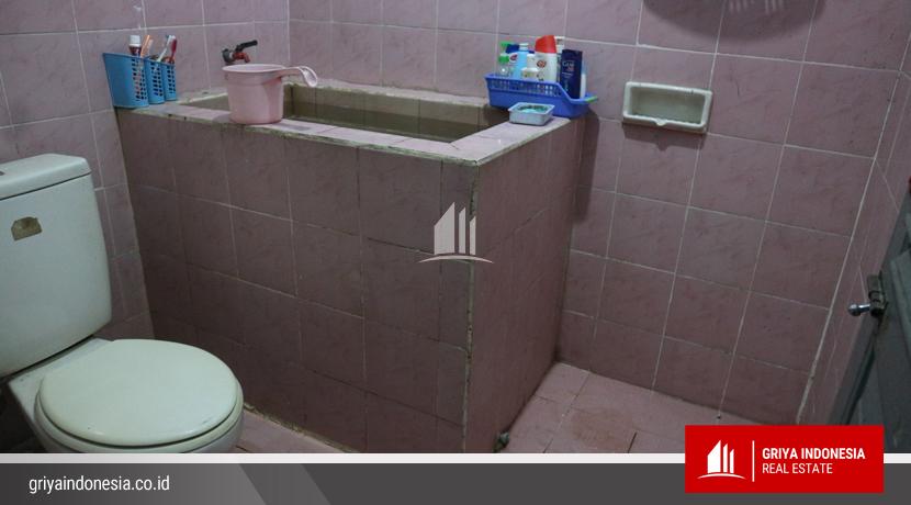 kamar mandi rumah jalan putri daranante